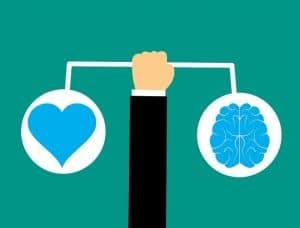 Inteligencia-emocional-representada-con-un-corazon-y-un-cerebro
